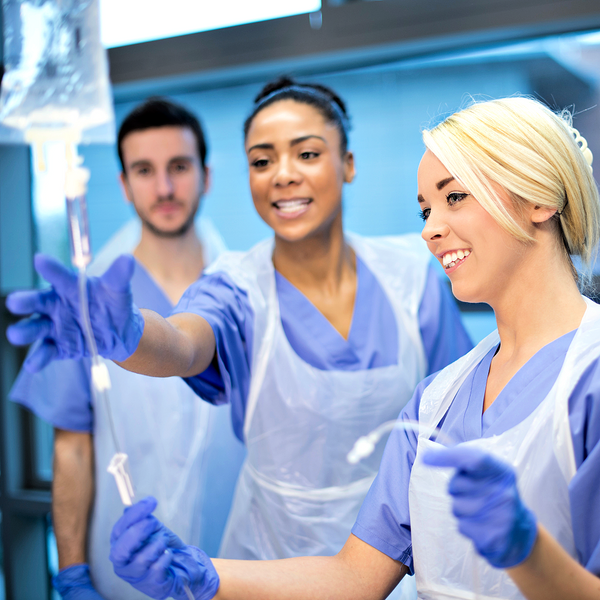 Hoitotyön opettaja – hoitajapulassa hyvin koulutettujen hoitajien takana