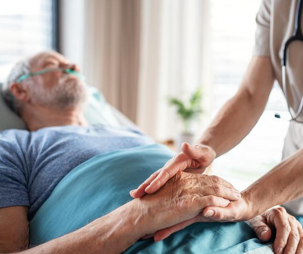 """""""Ei noin vanhaa enää kannata hoitaa"""" – iäkkäiden lääkehoidon kulmakivet"""